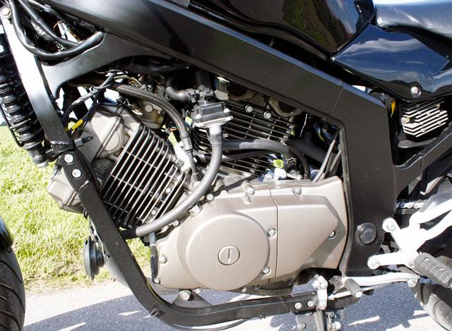 Hyosung GT 250i naked Motor