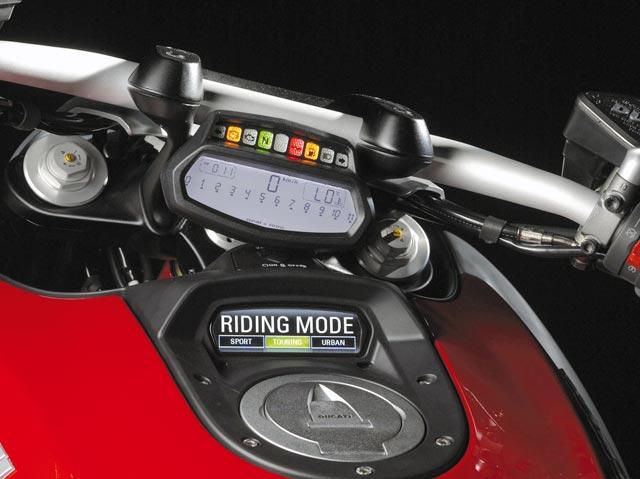 Ducati Diavel Cockpit