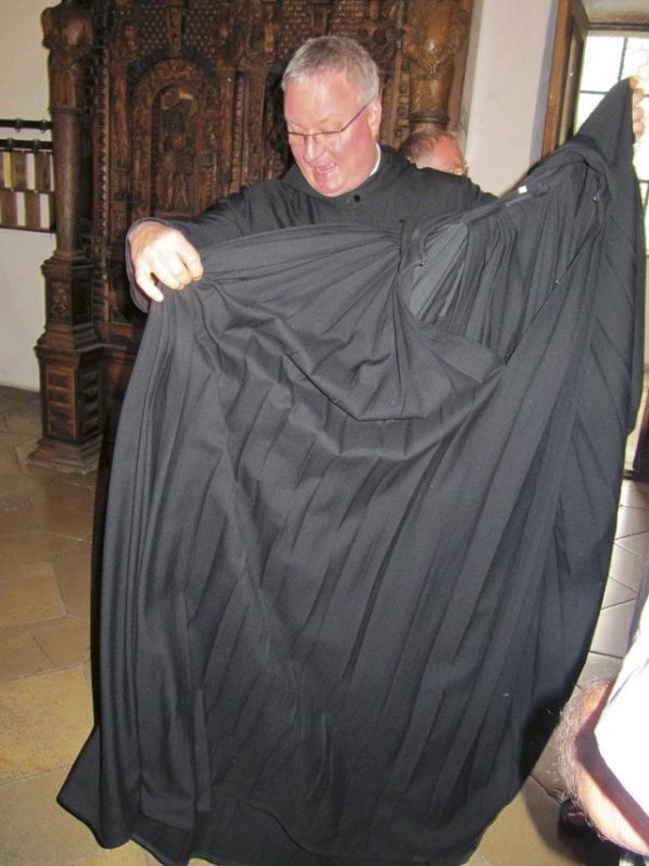 Pater Magnus mit seiner Kutte