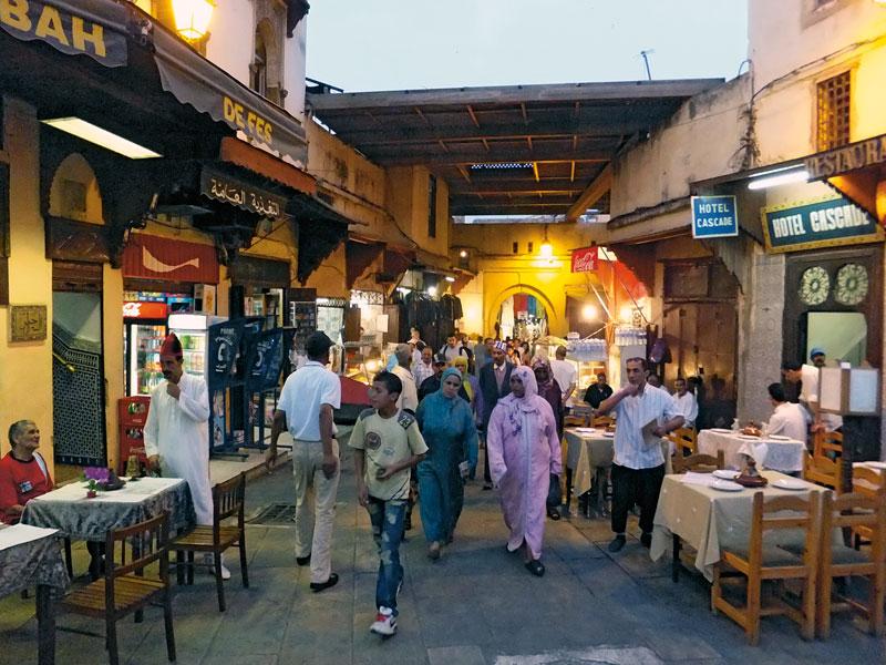 Abendspaziergang  - Enfield Diesel in Marokko