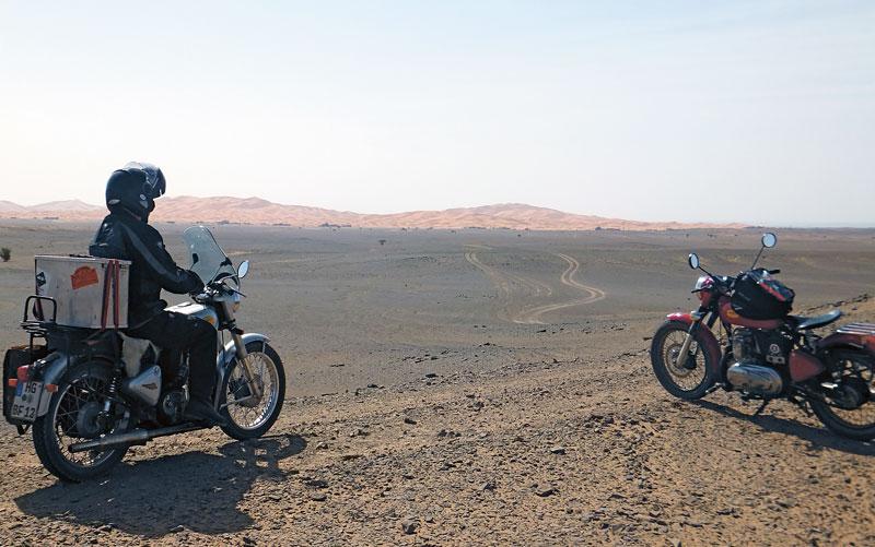 Enfield Diesel in Marokko am Erg-Chebbi