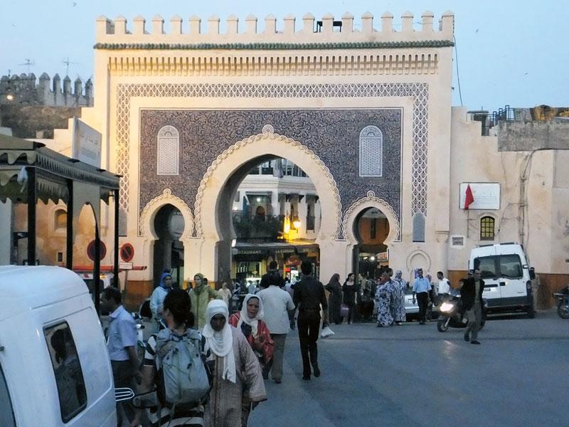 Fes am Abend - Enfield Diesel in Marokko
