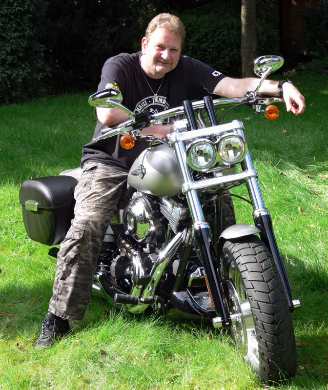 Harley-Davidson_Fat-Bob_front