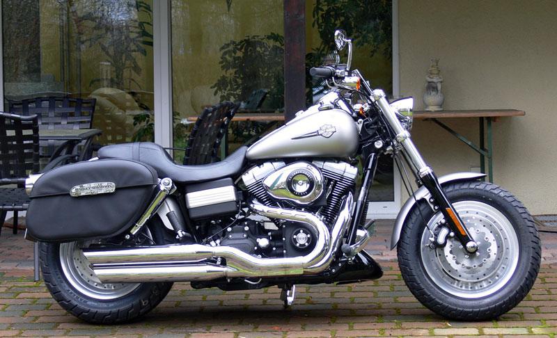 Harley-Davidson_Fat-Bob_rechts
