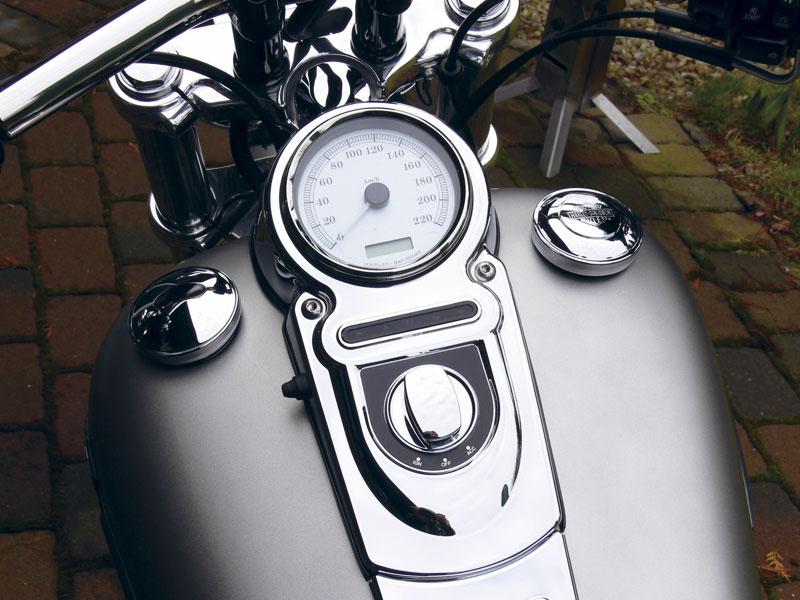 Tankonsole-Harley-Davidson_Fat-Bob