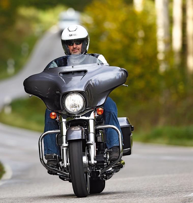 Harley-Davidson-Street-Glide Front