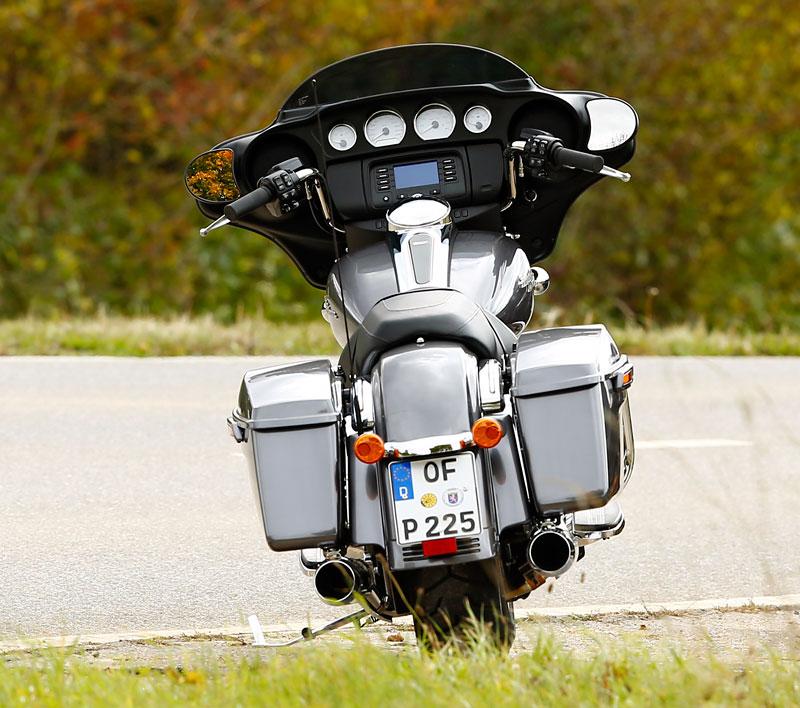 Harley-Davidson-Street-Glide Heck2