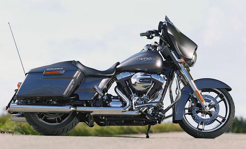 Harley-Davidson-Street-Glide rechts