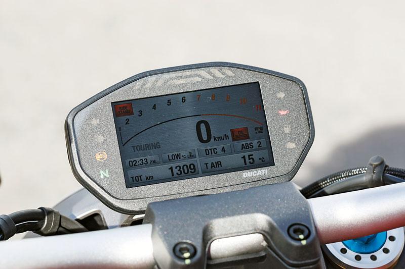 Ducati-Monster-1200S-Cockpit