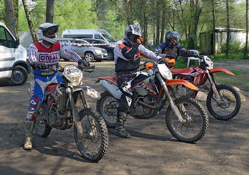 Endurotraining - Sportfahrer-Gruppe