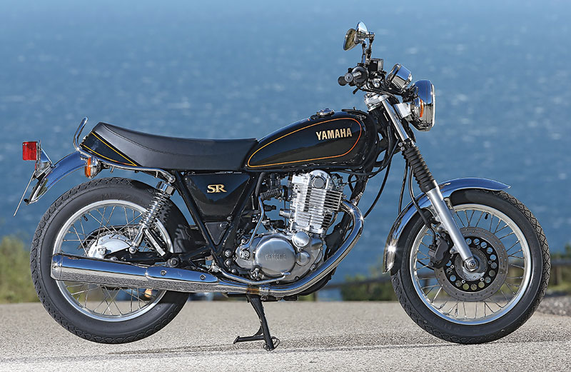 Yamaha SR400 rechts