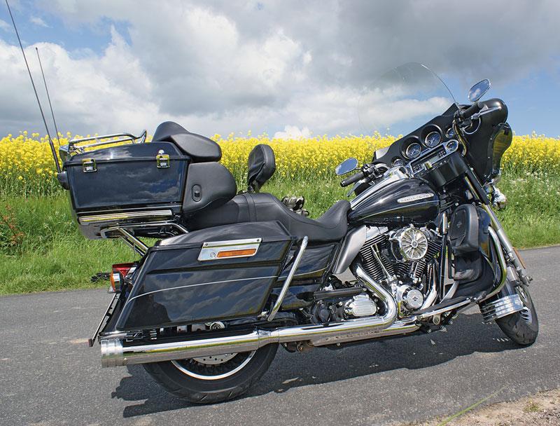 Harley Davidson Electra Glide rechts