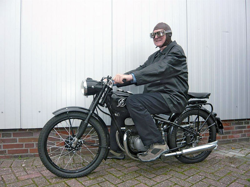 Josef Karl Maassen mit Hoffmann Motorrad
