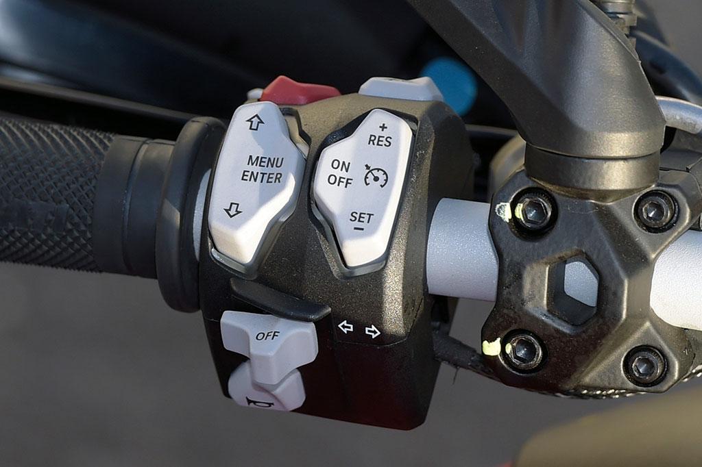 Ducati Multistrada 1200 S Modell 2015 Armatur links
