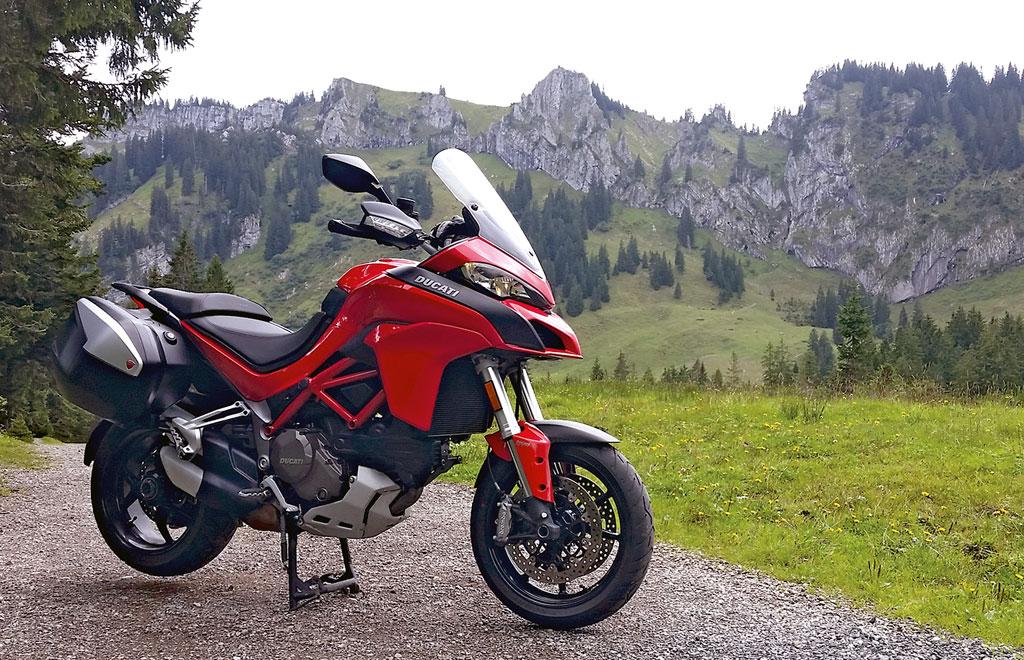 Ducati Multistrada 1200 S Modell 2015 rechts