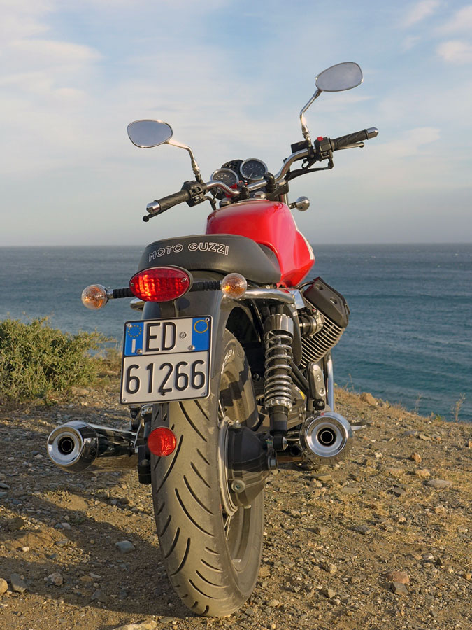 Moto Guzzi V7 II ABS Spezial Heck