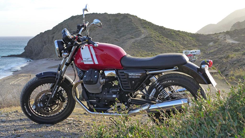 Moto Guzzi V7 II ABS Spezial links