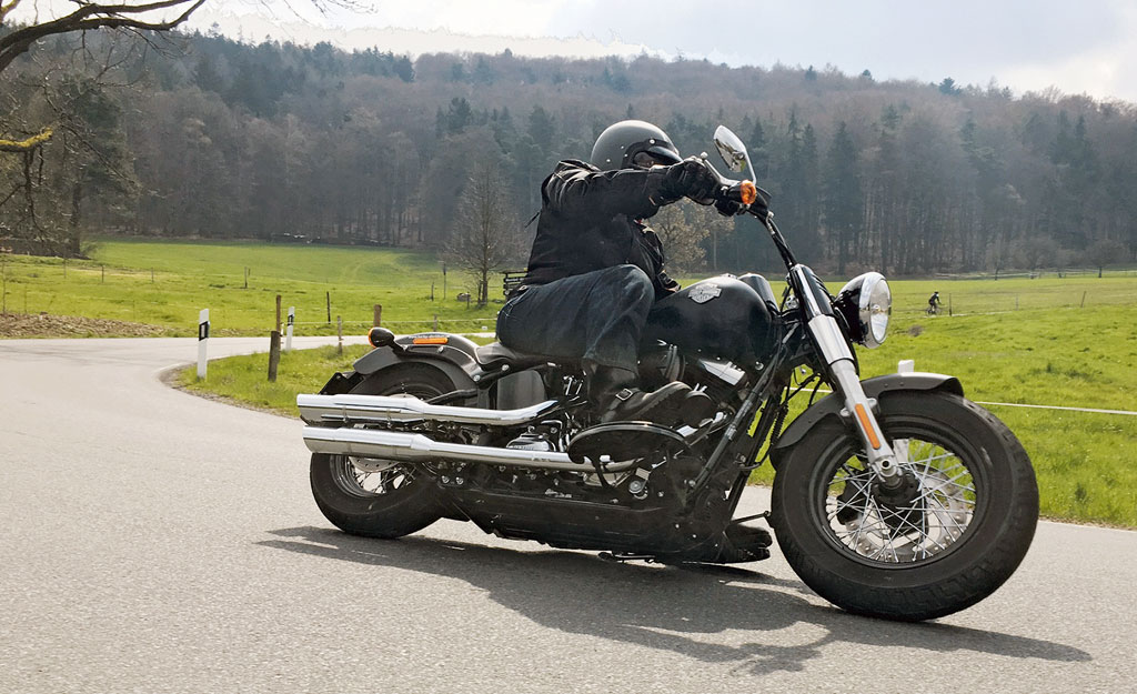 Harley Davidson Softail Slim 2016 Action
