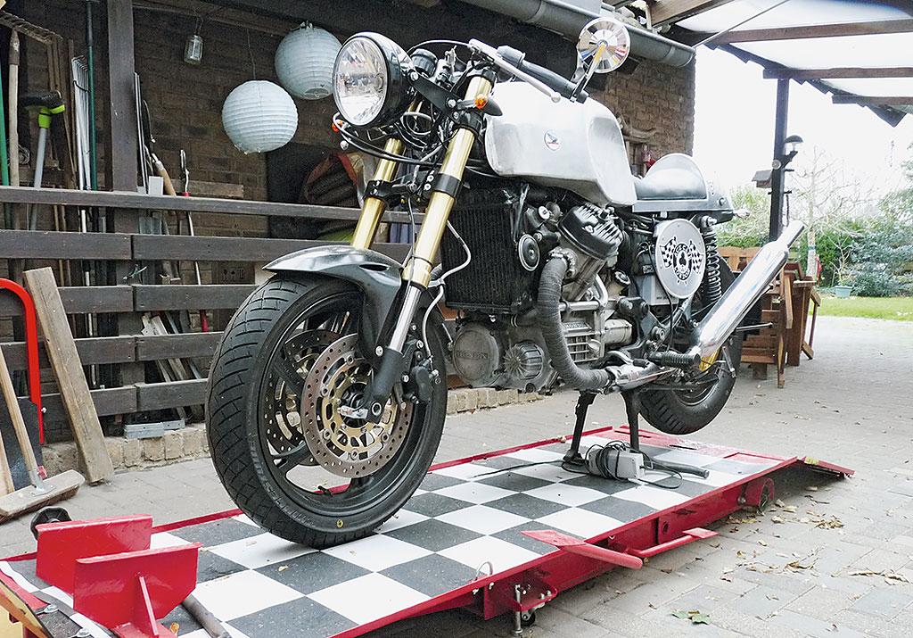 Honda CX500C Cafe Racer links vorne