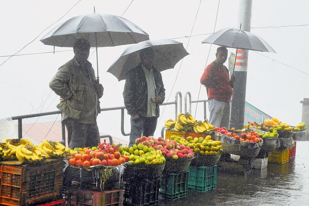 Markttag im Monsun