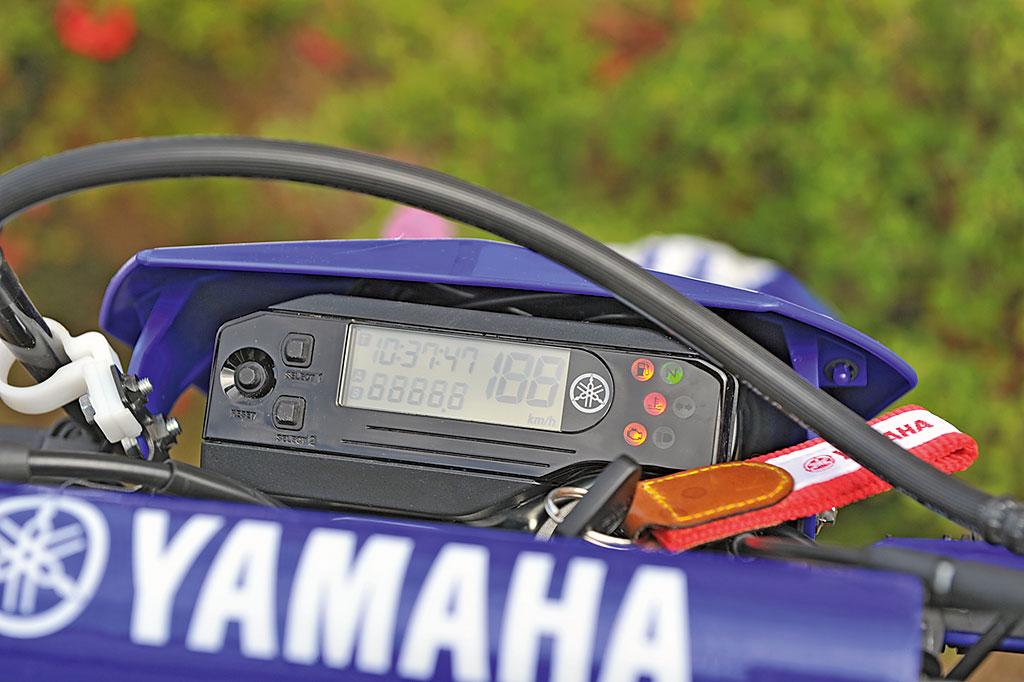 Yamaha WR250R Spartanische Instrumente ohne Drehzalmesser