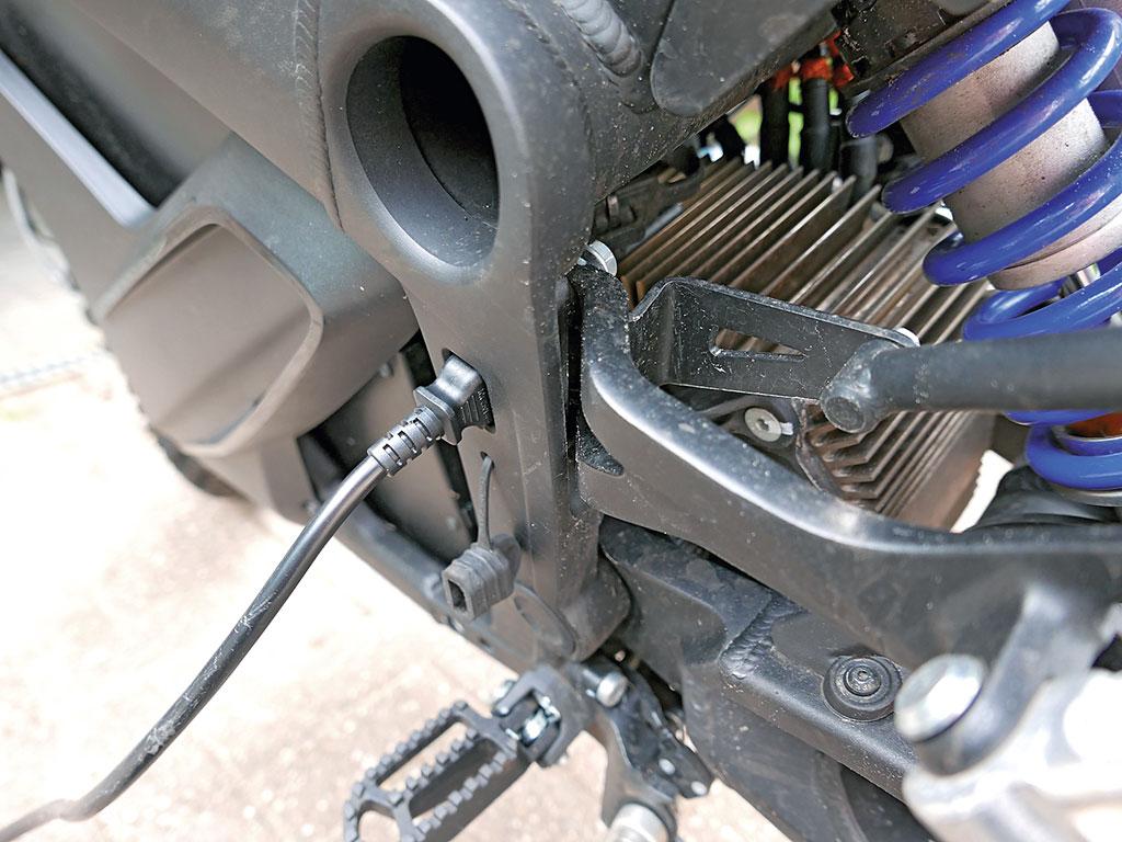 Zero DSR 220 Volt Anschluss am Rahmen