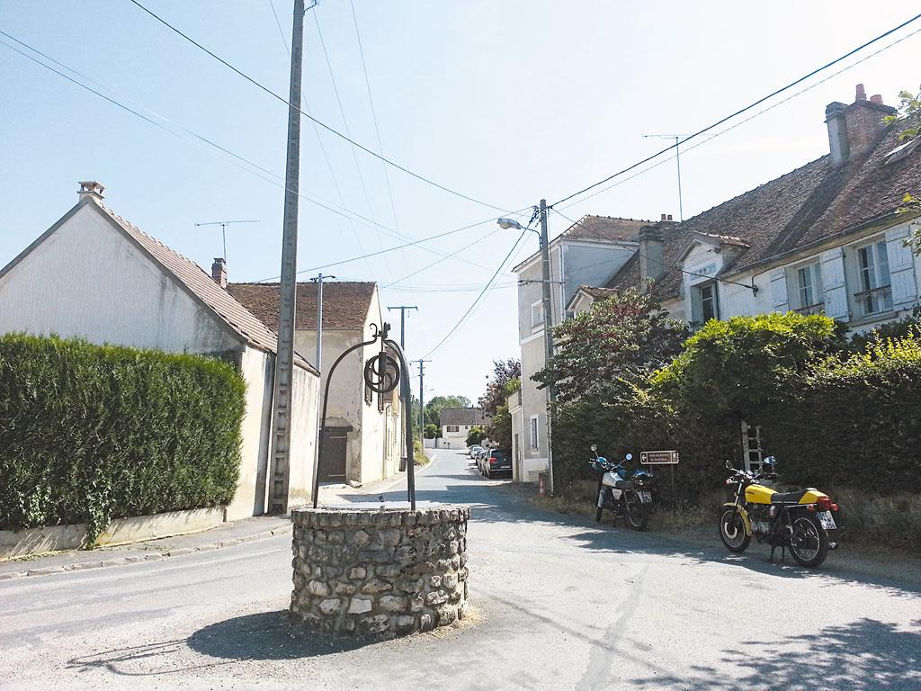 Strasse vor dem Landhaus in Voulangis