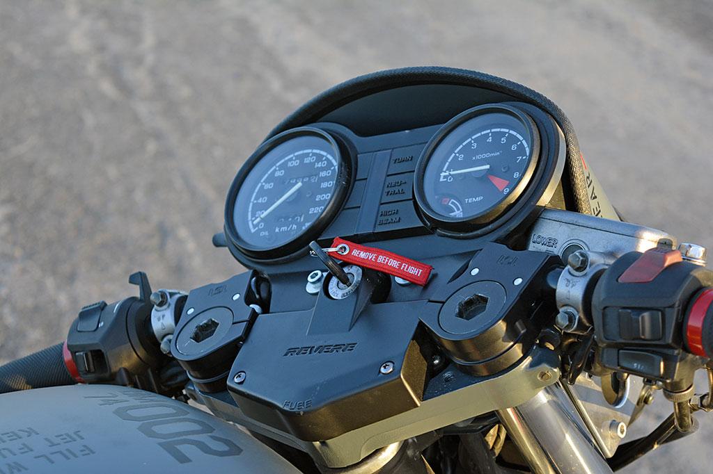 Motorholik Honda NTV650 Umbau Cockpit