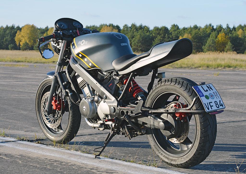 Motorholik Honda NTV650 Umbau Heck