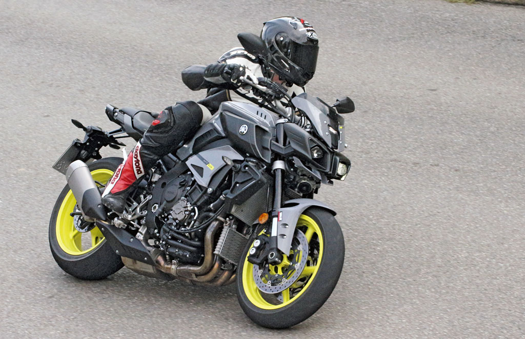 Yamaha MT10 Modell 2016 Action1 Foto Clemens Gleich