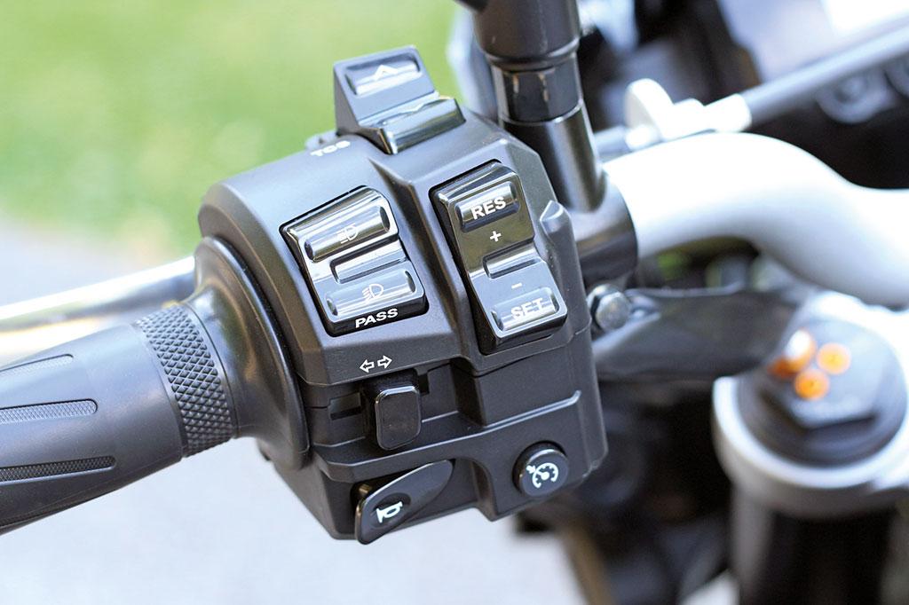 Yamaha MT10 Modell 2016 Armatur