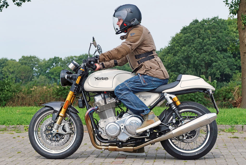 Sitzposition (Fahrer 176cm) - Norton Commando 961 Sport MK II