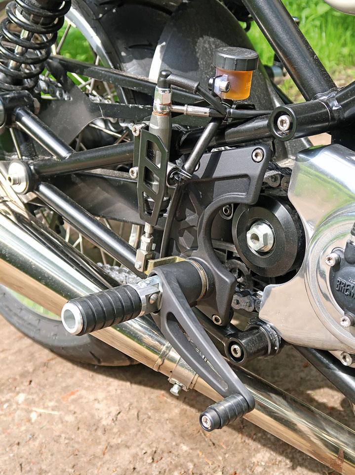 Schwingenlagerung + Fußrasten Norton Commando 961 Sport MK II