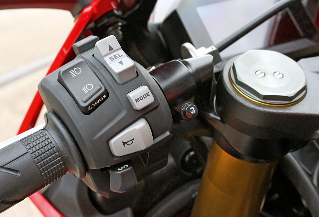 Übersichtliche Armatur - Honda CBR 1000 RR Fireblade, Modell 2017