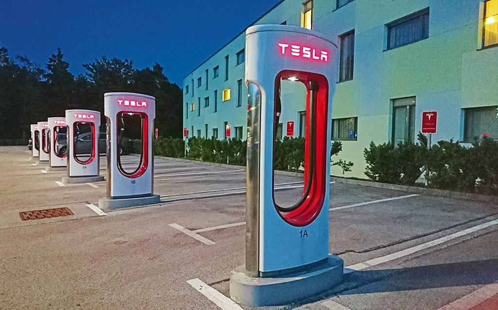Ein Traum: Tesla Ladesäulen - Mit der Zero SR nach Kroatien