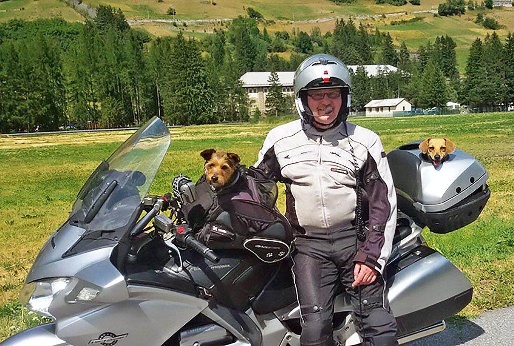 Mit Hunden auf Motorradtour
