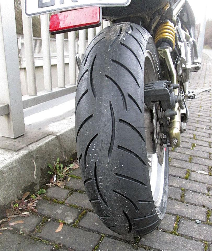 Neuer Reifen nach dem Sturz