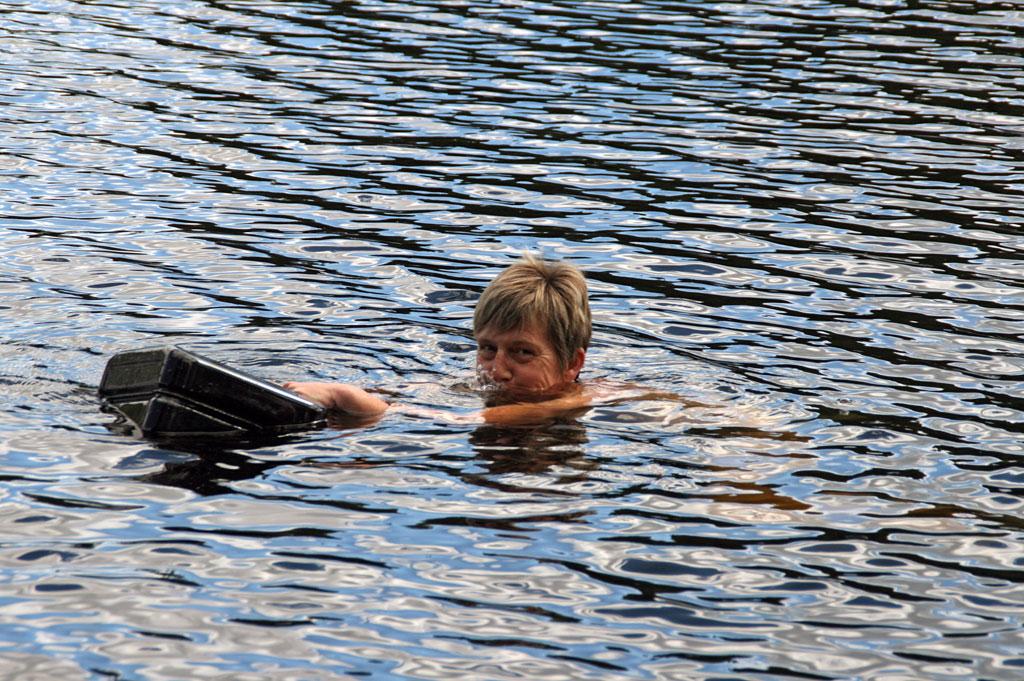 Schweden - Wasser holen mitten im See