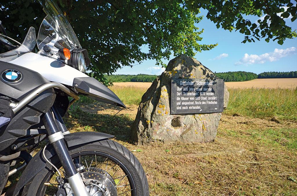 Gedenkstein Schmerbach - Motorradtour Rhön