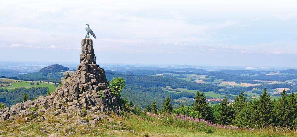Fliegerdenkmal auf der Wasserkuppe - Motorradtour Rhön