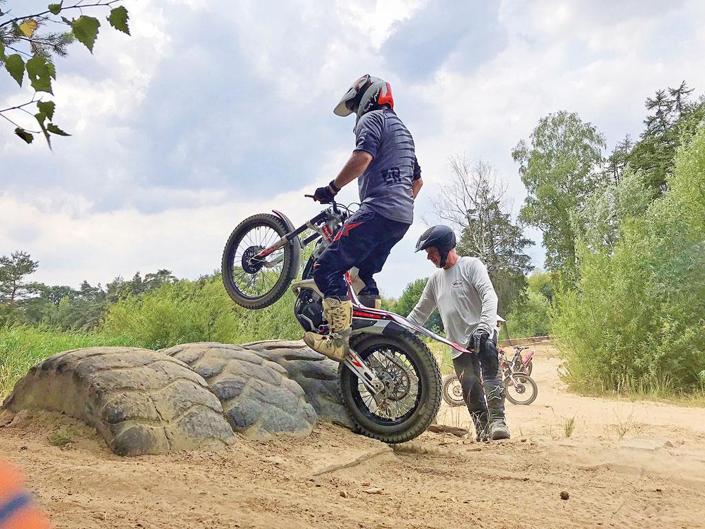 Trial Einsteigertraining - Hindernis überwinden