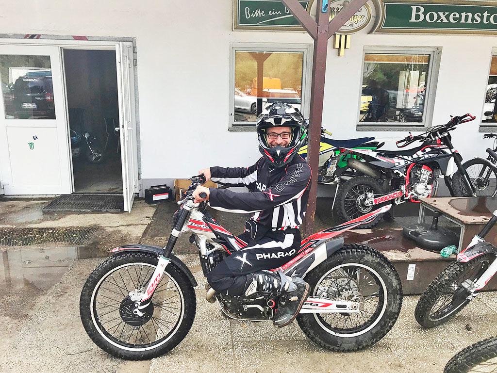Beta Trial, Kniewinkel zu eng - als Tourenmotorrad durchgefallen