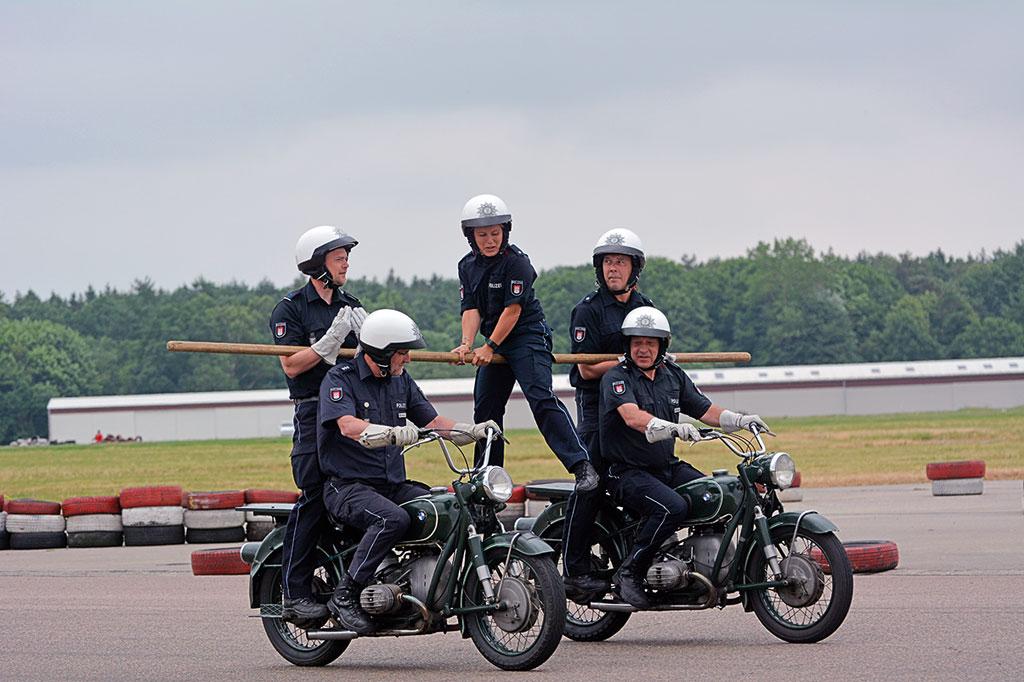 Schwebebalken - Motorradstaffel der Polizei Hamburg