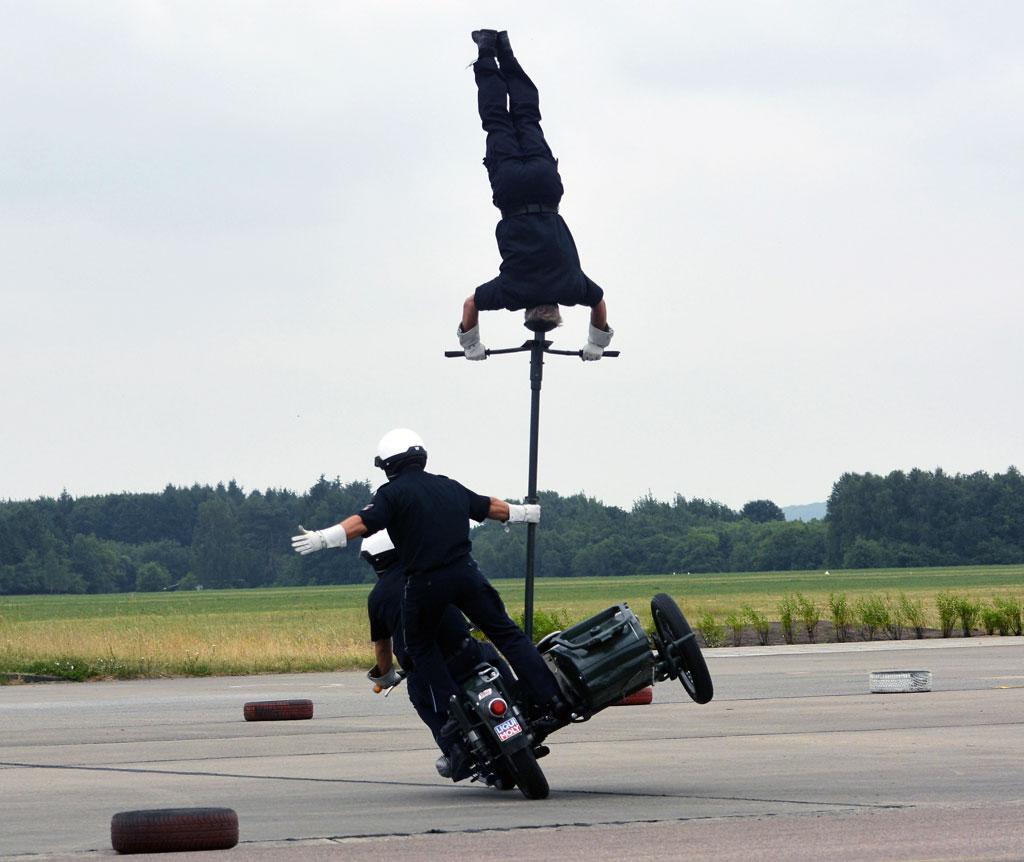 Kopfstand - Motorradstaffel der Polizei Hamburg