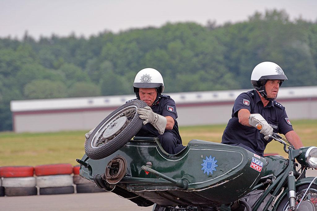 Radwechsel - Motorradstaffel der Polizei Hamburg