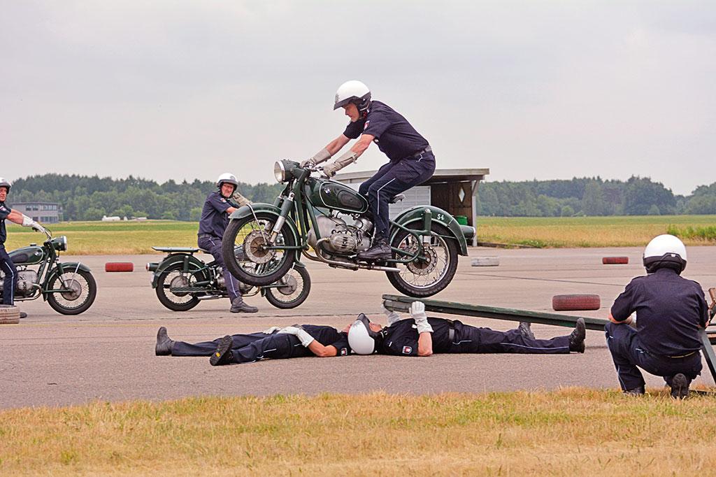 Sprung - Motorradstaffel der Polizei Hamburg