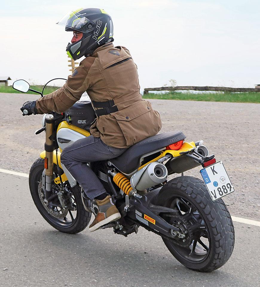 Kurzes Ducati 1100 Scrambler Heck - schön, aber bei Regen eine Dreckschleuder.