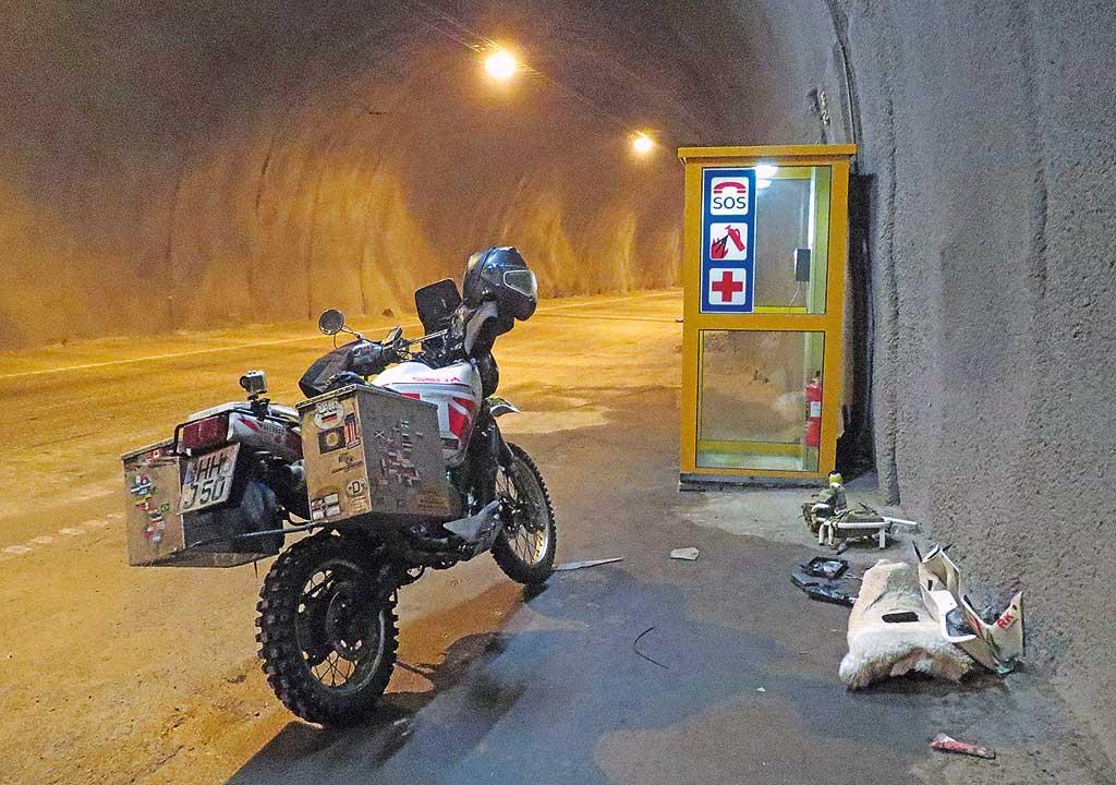 """Eisreise - Reparatur im 5 Grad """"warmen"""" Tunnel"""