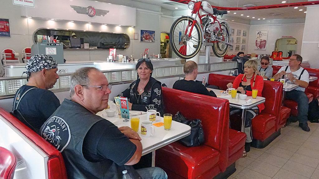 Amerikanisches Frühstück in Ruby's Diner - USA - Wilder Westen