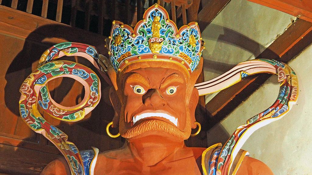 Figur am Xingjiao-Tempel in Shaxi